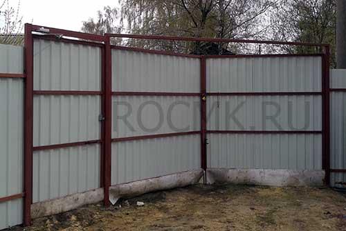 Съемная планка над воротами из профнастила