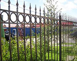 Ковано сварной забор